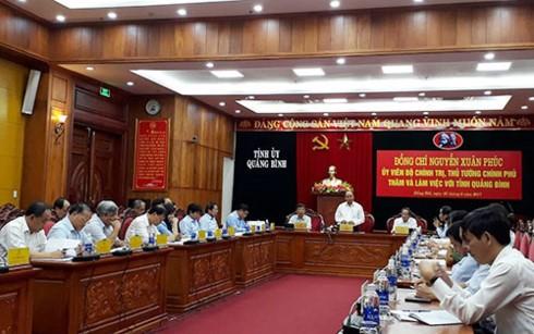 PM Vietnam, Nguyen Xuan Phuc melakukan temu kerja dengan para pemimpin teras provinsi Quang Binh - ảnh 1