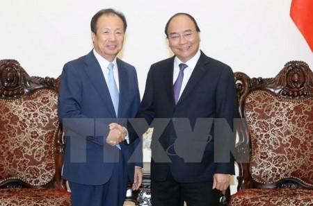 PM Vietnam, Nguyen Xuan Phuc menerima Presiden Direktur Grup Samsung Elektronik Republik Korea - ảnh 1