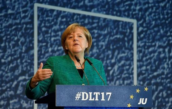 Kanselir Jerman, Angela Merkel mencapai permufakatan tentang kebijakan migran dengan Partai sekutu CSU - ảnh 1