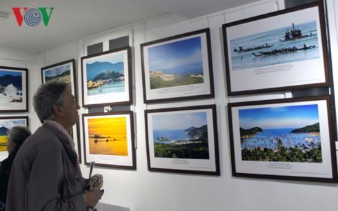 Pameran foto  tentang manusia, laut dan pulau Vietnam di Paris - ảnh 1