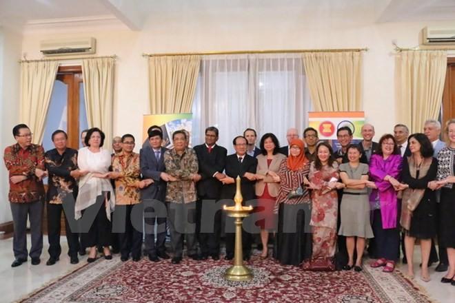 Memperingati ultah ke-25 penggalangan hubungan ASEAN-India - ảnh 1