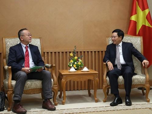 Sekjen Jaringan Pekerja Asia-Pasifik, Shoya Yoshida melakukan kunjungan di Vietnam - ảnh 1