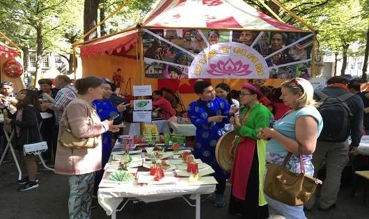 Menyosialisasikan kuliner  Vietnam di Belanda - ảnh 1