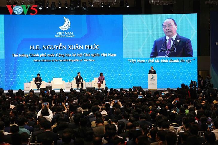 PM Vietnam Nguyen Xuan Phuc: Datanglah ke Vietnam untuk investasi, bisnis serta kesuksesan - ảnh 1
