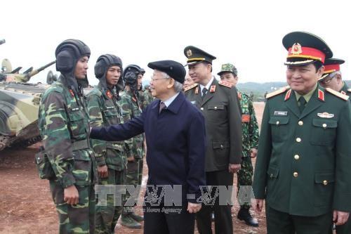 Sekjen KS PKV, Nguyen Phu Trong memeriksa secara terpadu pekerjaan  pelatihan  dan kesiagaan tempur - ảnh 1