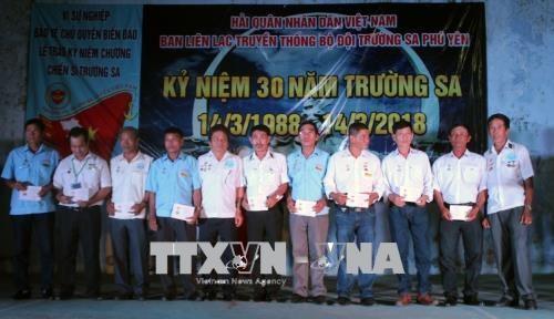 Para veteran perang Truong Sa mengadakan temu muka dan berbagi kesulitan dan saling membantu dalam kehidupan keseharian - ảnh 1