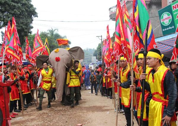Datang mengunjungi Kabupaten Thanh Thuy untuk menikmati dan mencari tahu tentang  pesta mengarak gajah Dao Xa - ảnh 2