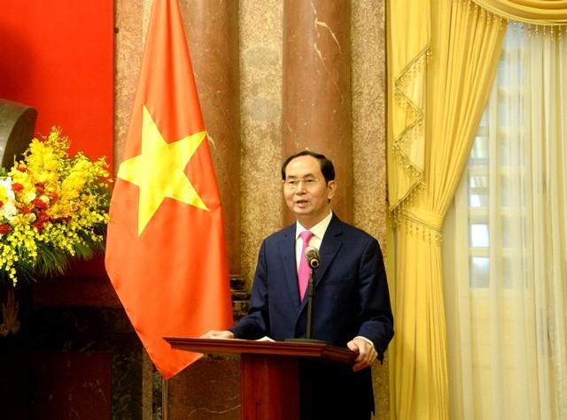 Presiden Vietnam, Tran Dai Quang  mengadakan pertemuan  dengan para pejabat Liga Pemuda yang terkemuka dan tipikal yang menerima penghargaan Ly Tu Trong tahun 2018 - ảnh 1