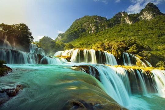 Mengkonservasikan dan mengembangkan nilai-nilai khas  Geopark  Sungai dan Gunung Cao Bang  - ảnh 1