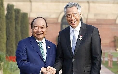 PM Vietnam, Nguyen Xuan Phuc mengakhiri kunjungan resmi  di Singapura dan kehadirannya di KTT ke-32 ASEAN - ảnh 1