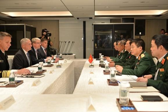 Dialog Shangri-La 2018: Vietnam dan AS memperkuat kerjasama di bidang  industri pertahanan - ảnh 1