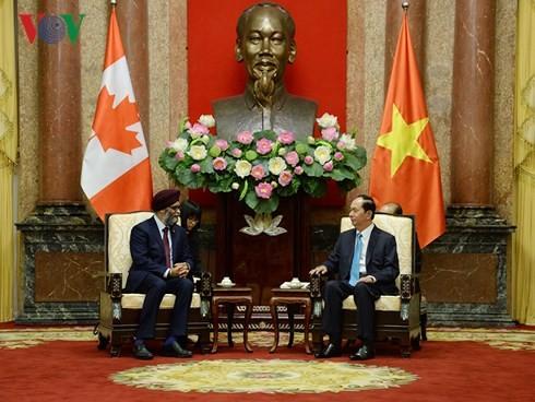 Presiden Viet Nam, Tran Dai Quang menerima  Menhan Kanada Harjit Singh Sajjan - ảnh 1