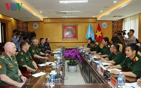 Meningkatkan hasil-guna  koordinasi antara Rusia dan Viet Nam  di bidang penjagaan perdamaian - ảnh 1