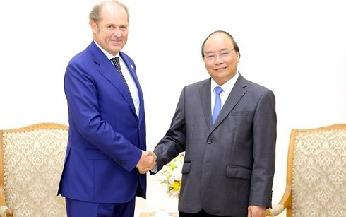 PM Viet Nam, Nguyen Xuan Phuc menerima Presiden Direktur Grup Generali, Italia - ảnh 1
