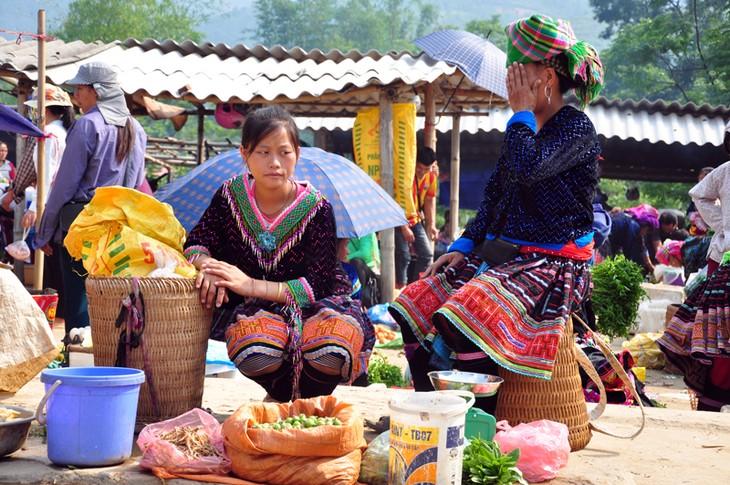 Pasar lama di bawah kaki gunung Hoang Lien Son - ảnh 5