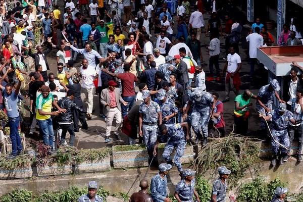Ethiopia menangkap 30  tersangka dalam serangan bom di Ibukota Addis Ababa - ảnh 1