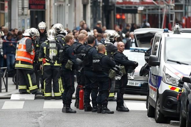 Perancis menangkap banyak terduga  yang berintrik menyerang umat Islam - ảnh 1