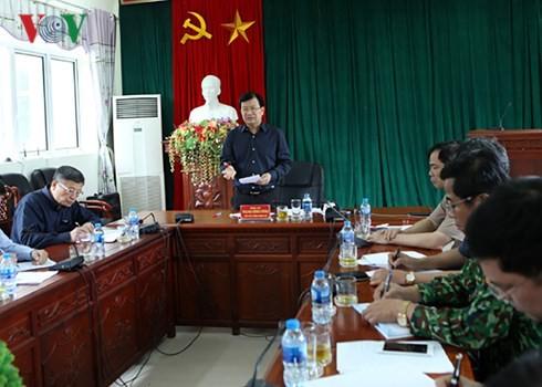 Deputi PM Viet Nam, Trinh Dinh Dung memberikan bimbingan untuk mengatasi akibat  hujan dan banjir di Provinsi Lai Chau - ảnh 1