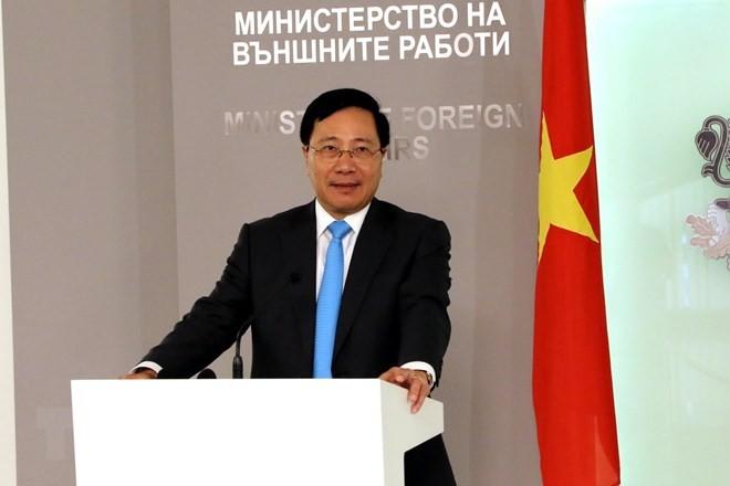 Deputi PM, Menlu Vietnam, Pham Binh Minh melakukan kunjungan resmi di Romania - ảnh 1
