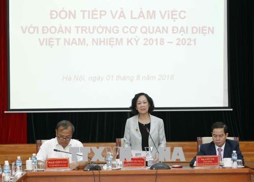Kepala Departemen Penggerakan Massa Rakyat KS PKV  mengadakan  temu kerja dengan para Dubes, Kepala Kantor Perwakilan Vietnam di luar negeri yang baru diangkat - ảnh 1