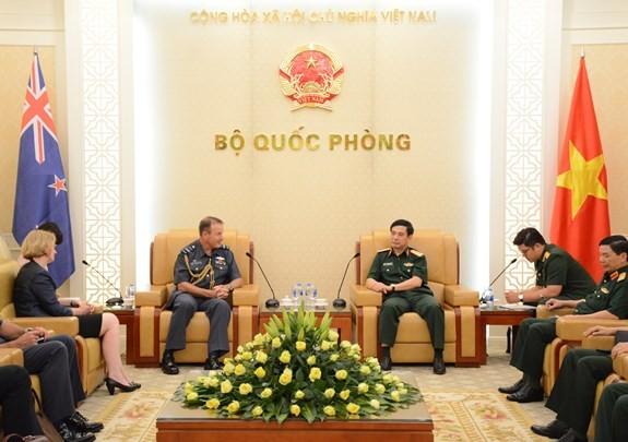 Letnan Jenderal Phan Van Giang menerima Wakil Panglima Pasukan Pertahanan Selandia Baru - ảnh 1