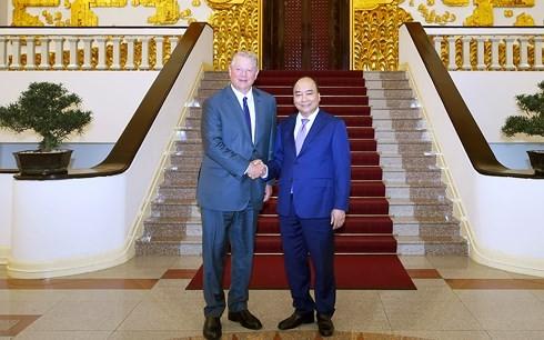 PM Viet Nam,  Nguyen Xuan Phuc menerima mantan Wapres AS, Al Gore - ảnh 1