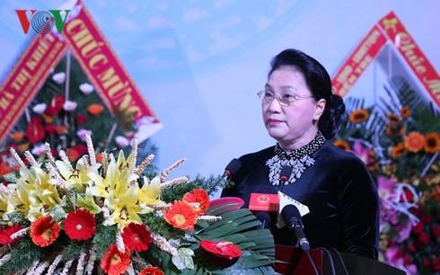 Ketua MN Viet Nam, Nguyen Thi Kim Ngan menyampaikan gelar:  Pahlawan  Angkatan Bersenjata Rakyat kepada pasukan berambut panjang Ben Tre - ảnh 1