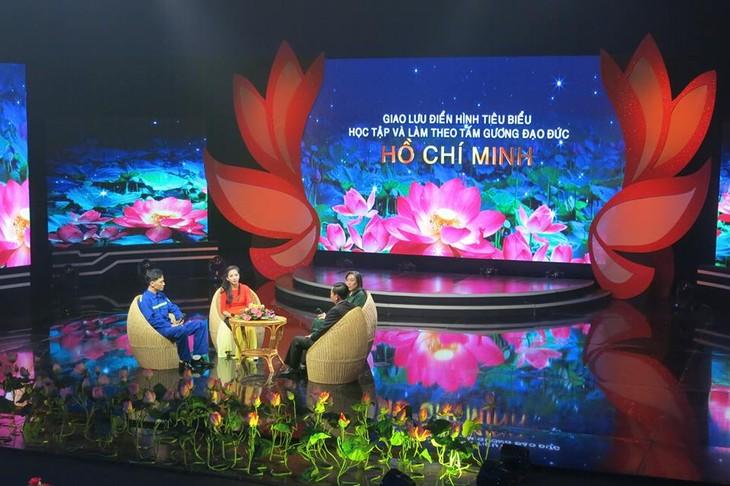 Temu pergagulan antara para tipikal dalam belajar dan bertindak sesuai dengan  fikiran, moral dan gaya Ho Chi  Minh - ảnh 1
