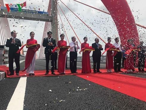 Upacara meresmikan  jalan tol Ha Long-Hai Phong - ảnh 1