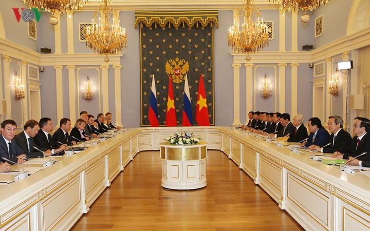Sekjen KS PKV, Nguyen Phu Trong mengadakan pertemuan dengan PM Federasi Rusia, Ketua Partai  Rusia Bersatu, Dmitry Medvedev - ảnh 1