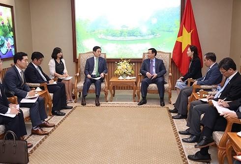 Deputi PM Viet Nam, Vuong Dinh Hue meminta kepada Lotte  supaya memperhatikan distribusi produk-prouduk OCOP - ảnh 1