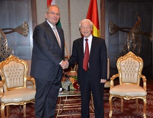 Sekjen KS PKV Nguyen Phu Trong   menerima Ketua Partai Buruh Hungaria, Thurmer Gyulat - ảnh 1
