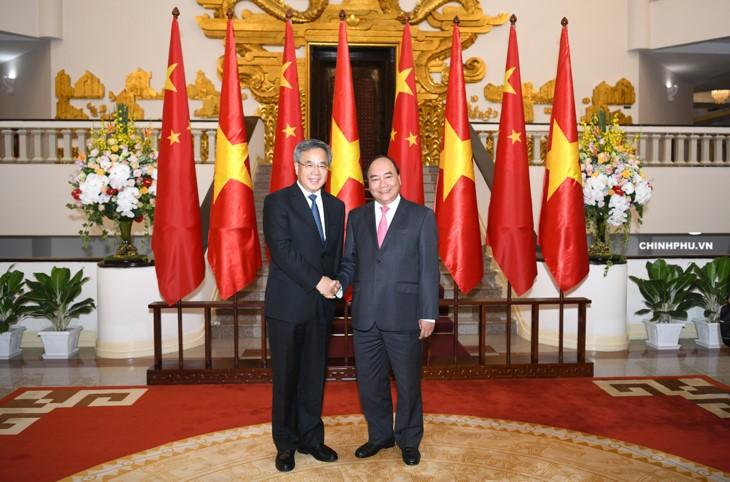 PM Nguyen Xuan Phuc secara terpisah menerima  para tamu Tiongkok, Jepang, Republik Korea  sehubungan dengan kehadiran mereka di Konferensi WEF ASEAN 2018 - ảnh 1