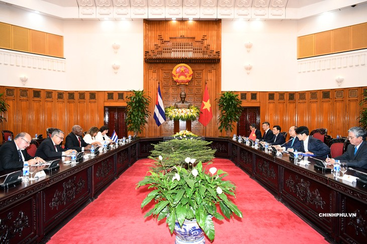 PM Vietnam, Nguyen Xuan Phuc  menerima Wakil  Pertama Ketua Dewan Negara dan Dewan Menteri Kuba, Salvador Valdes Mesa - ảnh 1