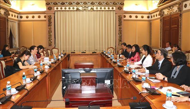 Kota Ho Chi Minh berkomitmen akan memperhebat kesetaraan gender  dan membela kaum perempuan dan anak-anak perempuan - ảnh 1
