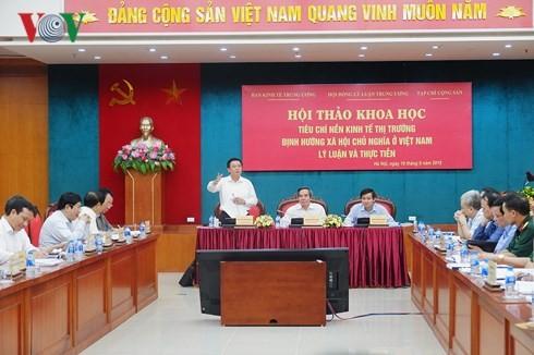 """Lokakarya ilmiah: """"Kriterium perkonomian pasar  menurut pengarahan sosialis di Viet Nam: teori dan praktek"""" - ảnh 1"""