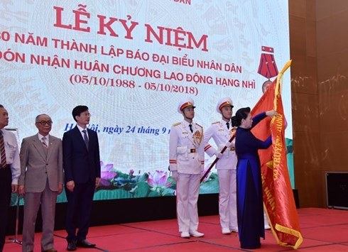 "Ketua MN Viet Nam, Nguyen Thi Kim Ngan menghadiri upacara peringatan  HUT ke-30 berdirinya koran ""Dai Bieu Nhan Dan"" - ảnh 1"