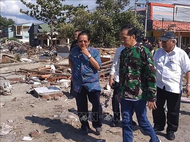 Gempa dan tusnami di Indonesia: Presiden Indonesia, Joko Widodo mengunjungi daerah yang terkana bencana - ảnh 1