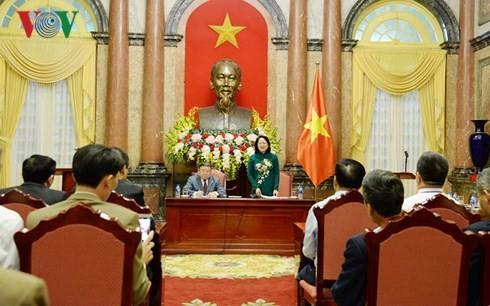 Penjabat Presiden Viet Nam, Dang Thi Ngoc Thinh menerima rombongan kaum tani yang terkemuka tahun 2018 - ảnh 1