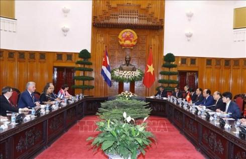 PM Viet Nam, Nguyen Xuan Phuc mengadakan pertemuan dengan Presiden Dewan Negara dan Dewan Menteri Kuba, Miguel Mario Diáz Canel Bermúdes - ảnh 1