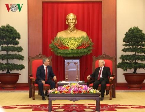 Viet Nam  mementingkan  pengokohan dan  pengembangan hubungan kemitraan stragtegis dan komprehensif  dengan Federasi Rusia  - ảnh 1