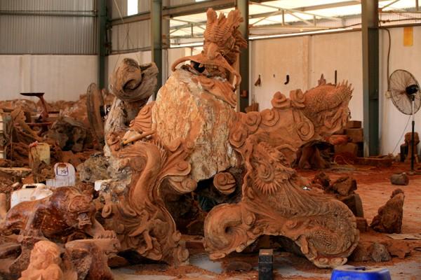 Menguak tabir desa kerajinan ukiran kayu Dong Giao - ảnh 1