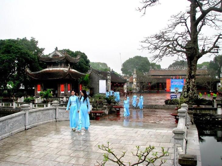 Kuil Sastra  Mao Dien-Kebanggaan  warga di bumi yang haus belajar - ảnh 1