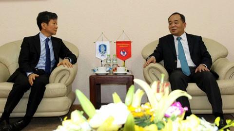 Hubungan Viet  Nam-Republik Korea  semakin dipererat melalui aktivitas-aktivitas  persepak-bolaan - ảnh 1
