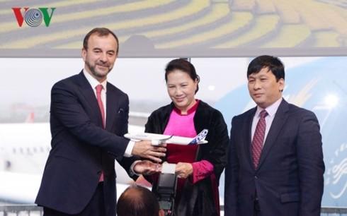 Ketua MN Viet Nam, Nguyen Thi Kim Ngan menghadiri acara serahterima pesawat terbang dan  acara peresmian Kantor FPT di Kota Toulouse, Perancis. - ảnh 1