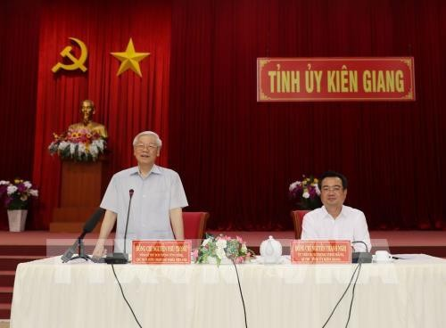 Sekjen, Presiden Viet Nam, Nguyen Phu Trong melakukan temu kerja dengan pimpinan teras Provinsi Kien Giang - ảnh 1