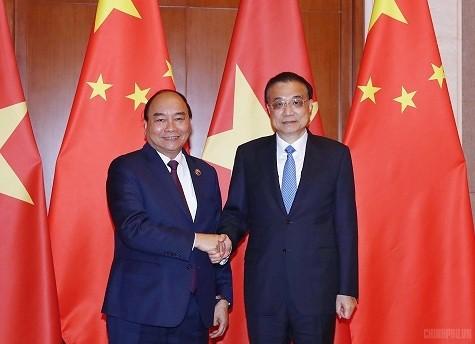PM Viet Nam, Nguyen Xuan Phuc mengadakan pembicaraan dengan PM Tiongkok, Li Keqiang  - ảnh 1