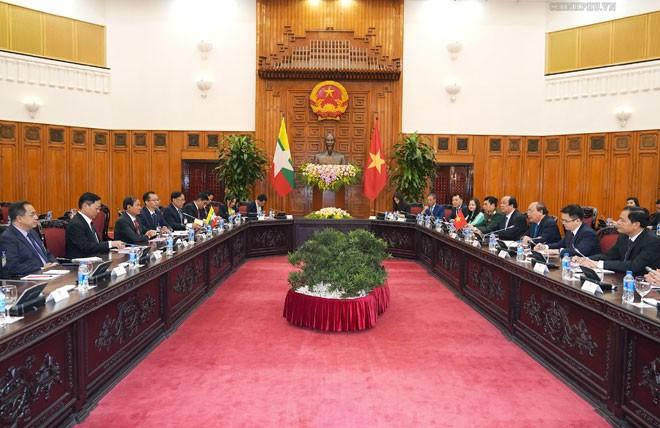 PM Viet Nam, Nguyen Xuan Phuc mengadakan pertemuan dengan Presiden Myanmar, Win Myint - ảnh 1