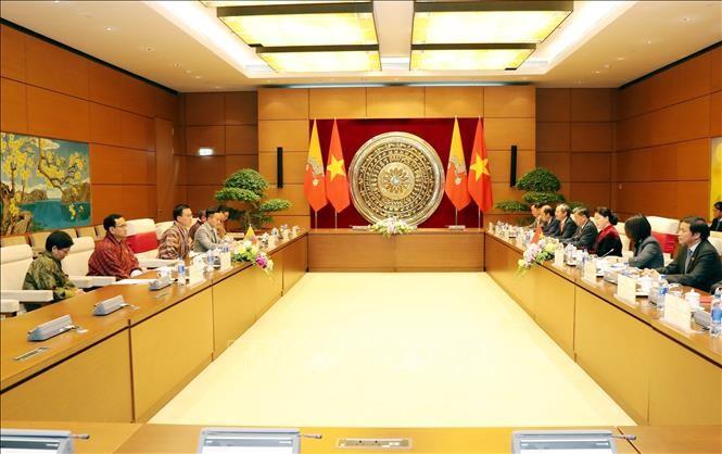 Ketua MN Viet Nam, Nguyen Thi Kim Ngan mengadakan pembicaraan dengan Ketua Majelis Tinggi Kerajaan Bhutan - ảnh 1
