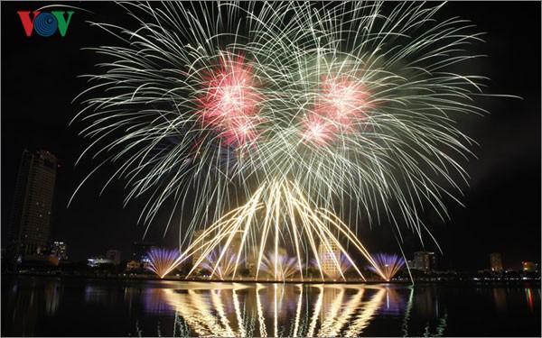 Kota Da Nang-Mengembangkan pariwisata yang berkaitan dengan brand  lomba kembang api internasional - ảnh 1